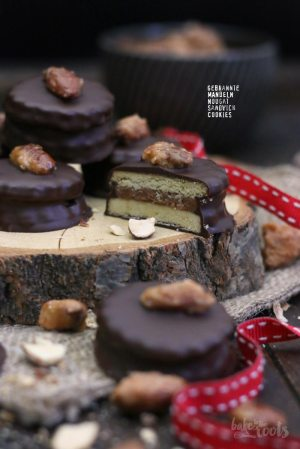 Caramelized Almonds Nougat Sandwich Cookies