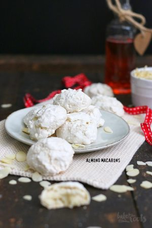 Almond Macaroons aka. Almond Clouds