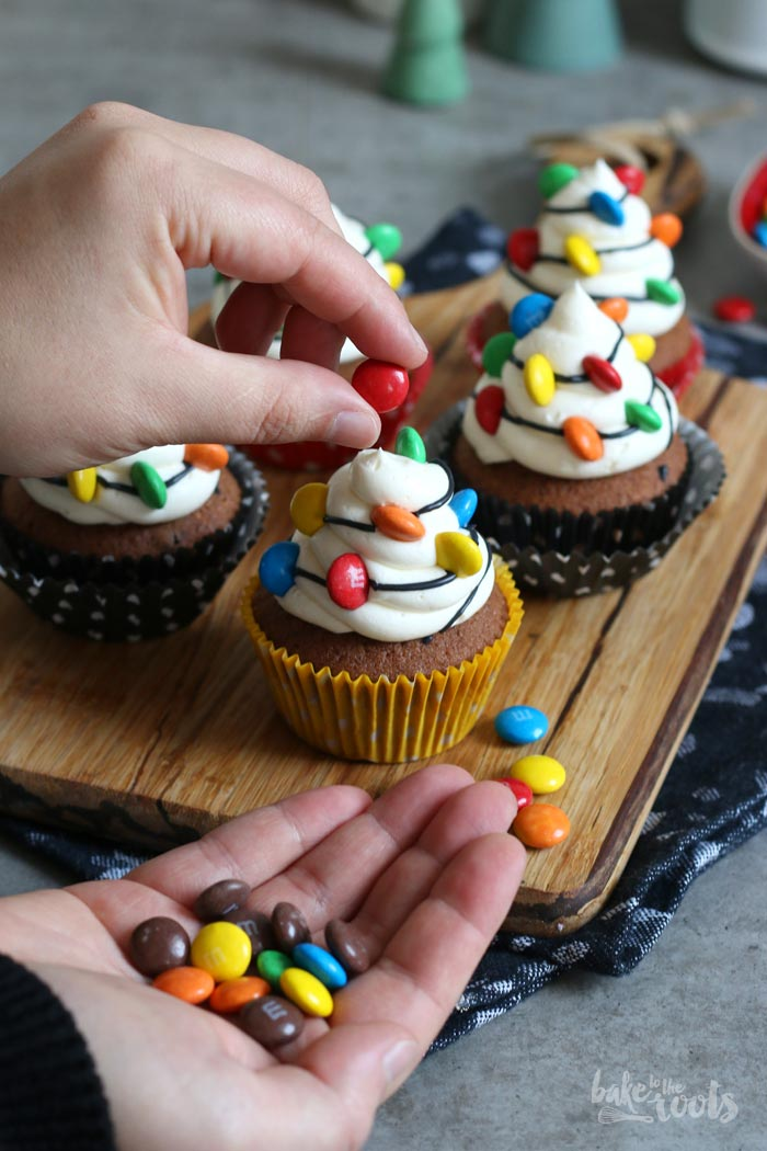 Christmas Chocolate Cupcakes with Lights   Bake to the roots
