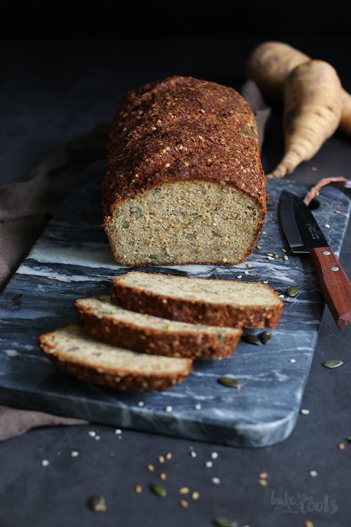 Pastinaken Kürbiskern Eiweißbrot | Bake to the roots