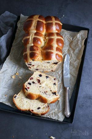 Hot Cross Bun Brot