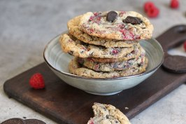 Raspberry Cookies 'n' Cream Cookies   Bake to the roots
