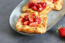 Puddingteilchen mit Erdbeeren | Bake to the roots