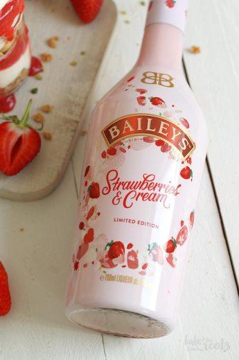 Strawberry Tiramisu | Bake to the roots