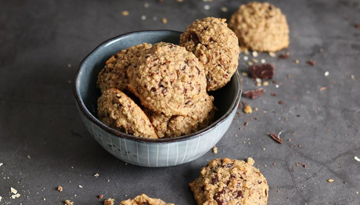 Oatmeal Tahini Chocolate Chip Cookies | Bake to the roots