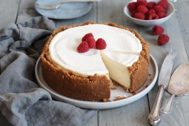 Rustic Cheesecake with Sour Cream Topping | Bake to the roots