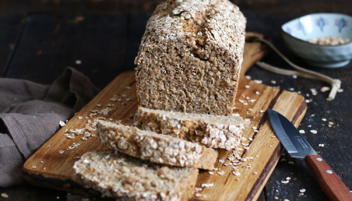 Einfaches Vollkorn Dinkel Hafer Brot | Bake to the roots