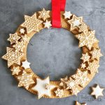 Gingerbread Christmas Wreath | Bake to the roots