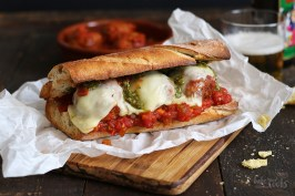 Meatball Sandwiches (Subs) mit Tomatensoße und Pesto | Bake to the roots