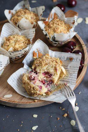 Einfache Kirsch Streusel Muffins