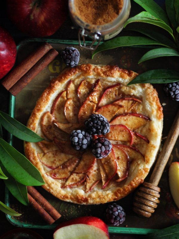 PUFF PASTRY SPICED APPLE TART