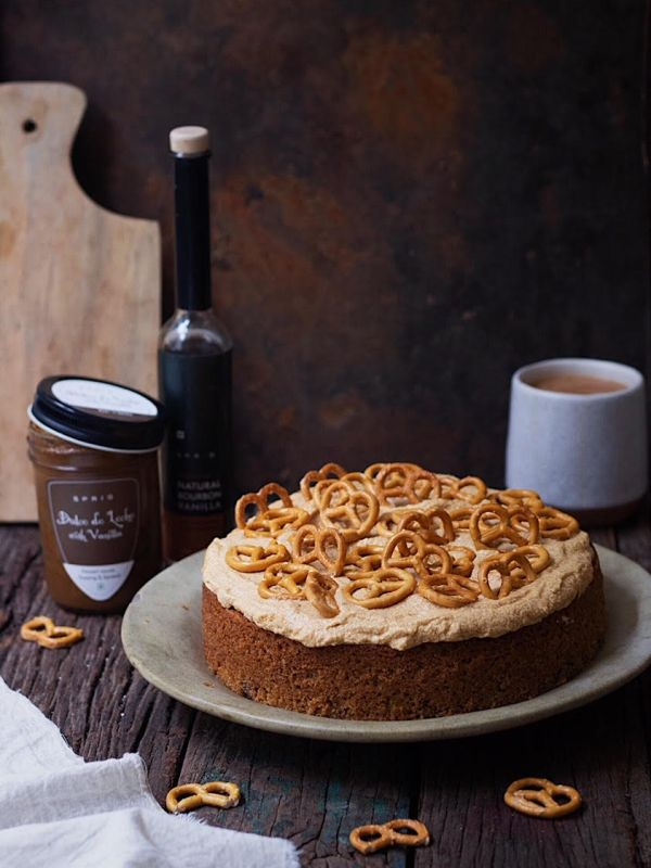 EASY WALNUT CAKE WITH DULCE DE LECHE FROSTING