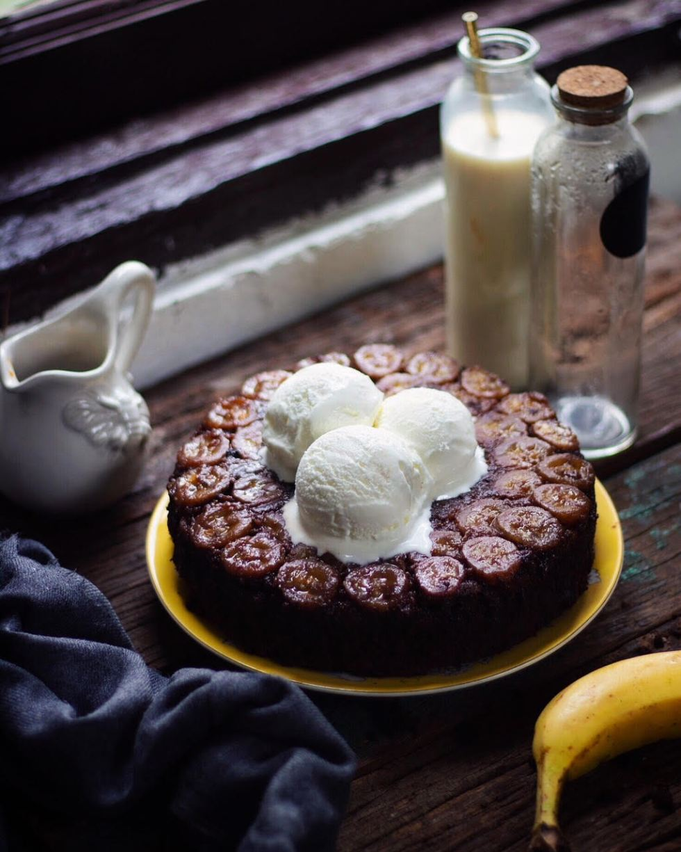 EGGLESS BANANA CHOCOLATE UPSIDE DOWN CAKE