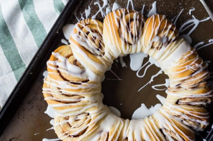 Swedish Tea Ring: a wreath-shaped cinnamon roll loaf drizzled with confectioners' glaze. food breakfast cinnamon rolls #ad @whitelilyflour