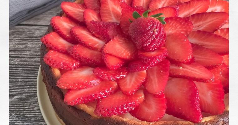 Klassischer Käsekuchen mit Erdbeeren