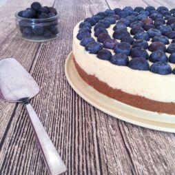 No Bake Cheesecake mit weißer Schokolade und Heidelbeeren