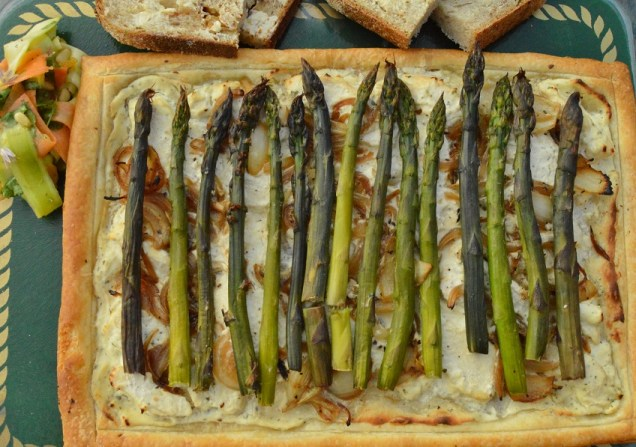 Easy asparagus and chicken tart