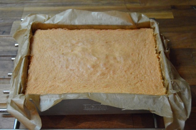 Sponge cooling before cutting into cubes