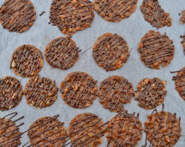 Cashew nut & cocoa nib snaps