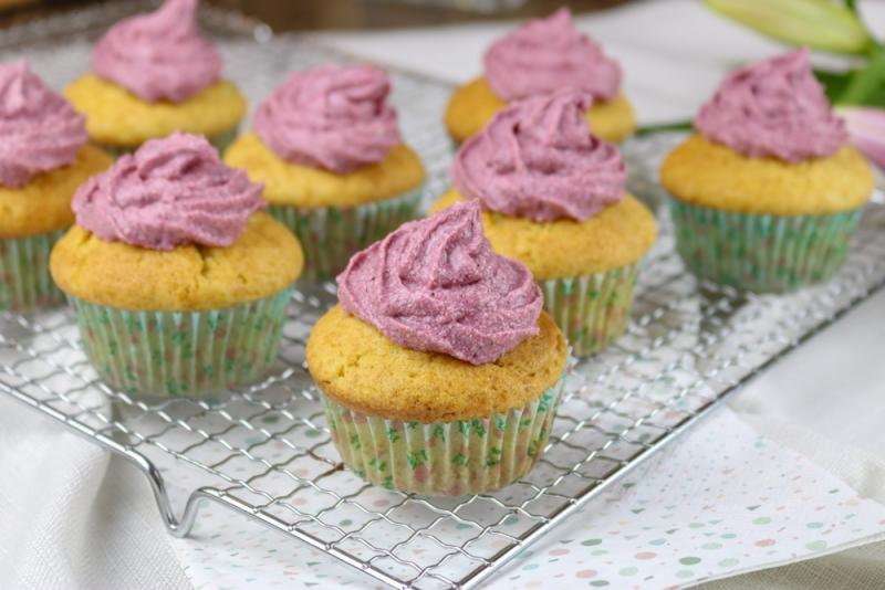 Vanille_Brombeer_Cupcakes (3 von 6)