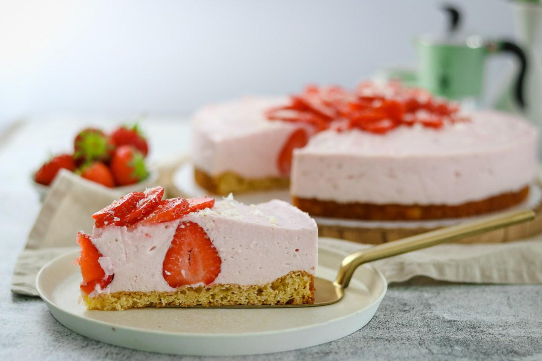 Fruchtige Erdbeer-Buttermilch Torte