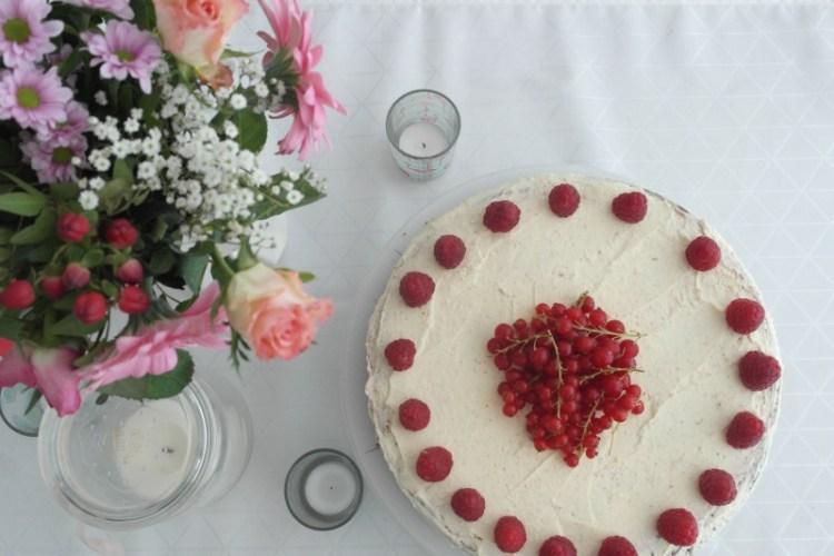 Vanille-Himbeer Buttercreme Torte