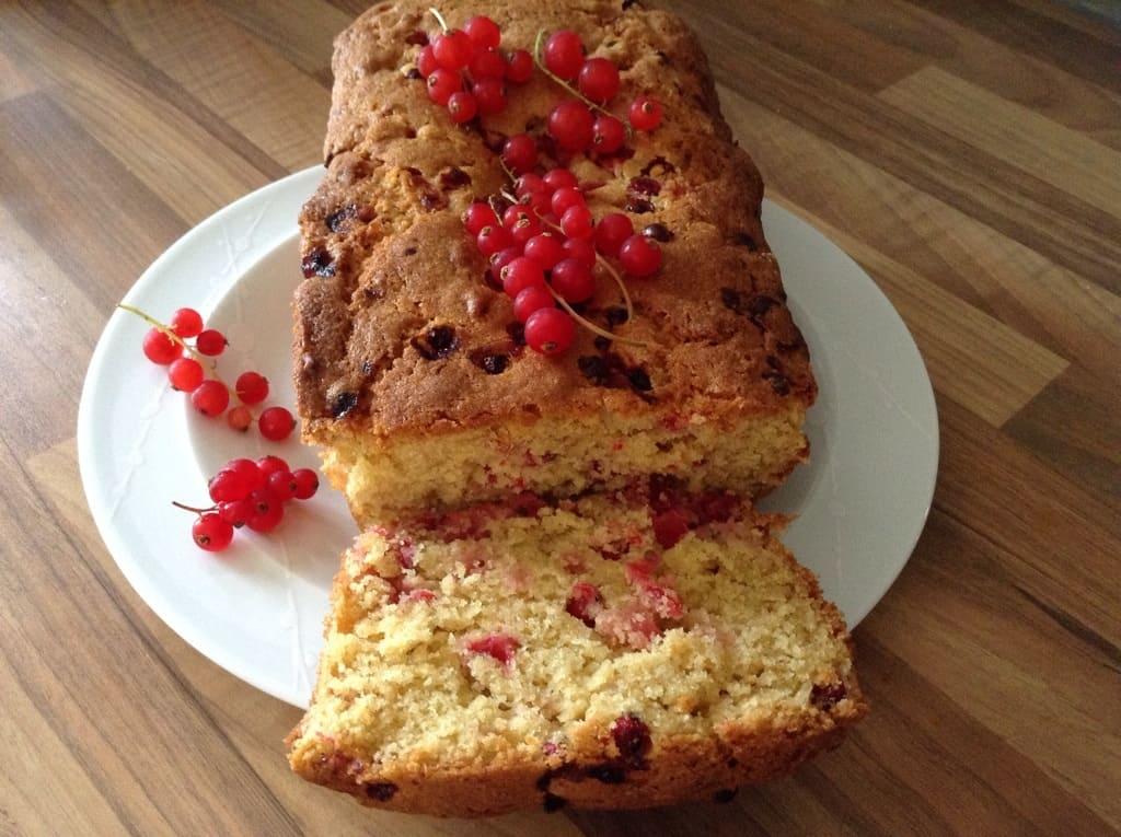 Redcurrant and orange loaf cake