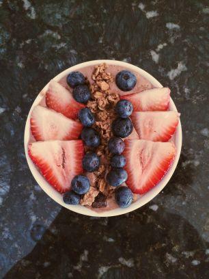 chocolate banana smoothie bowl 2