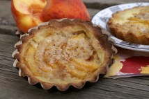 Peach Tarteletts with Hazelnuts