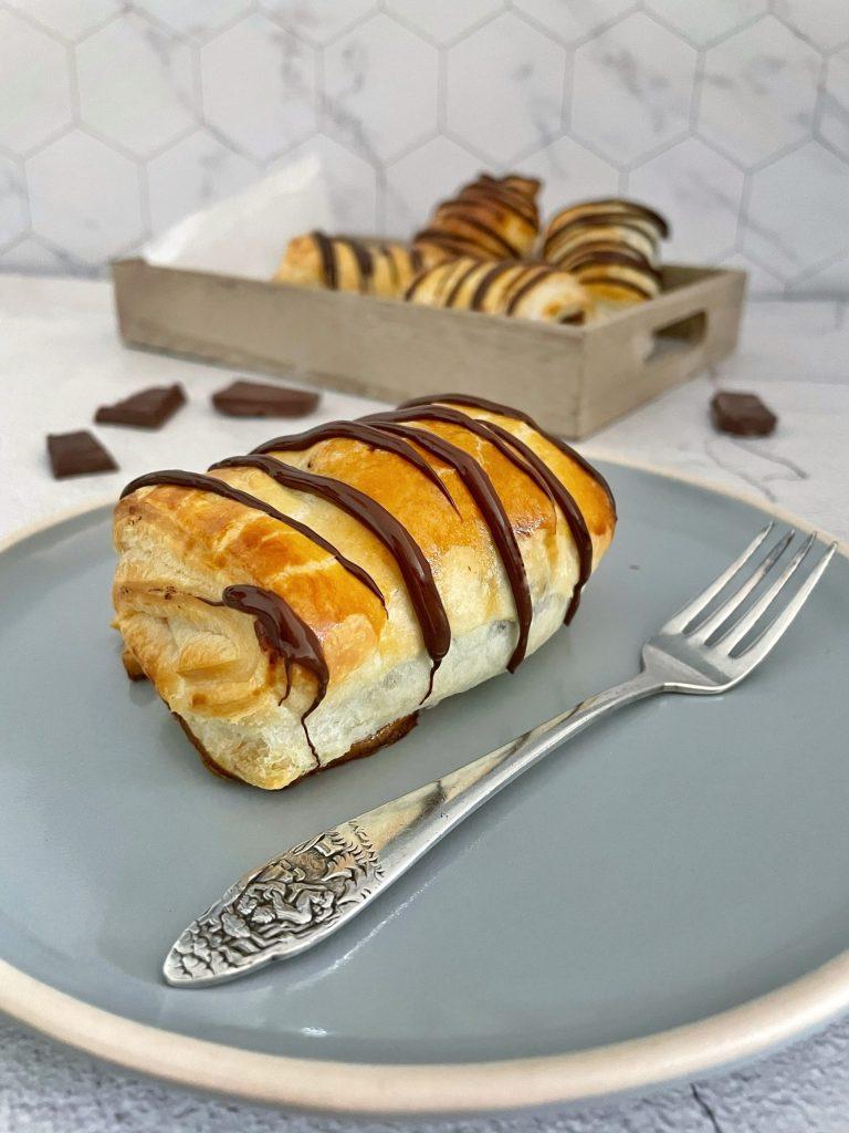 Eenvoudige Chocoladebroodjes van Bladerdeeg