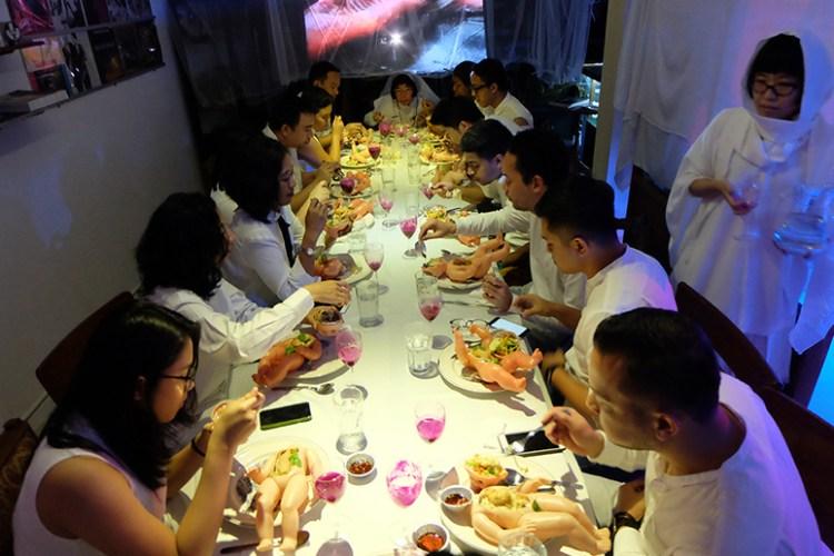 Makan Mayit Sebagai Usaha Membicarakan Ketakutan