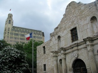3.1334433714.the-alamo-with-a-backdrop