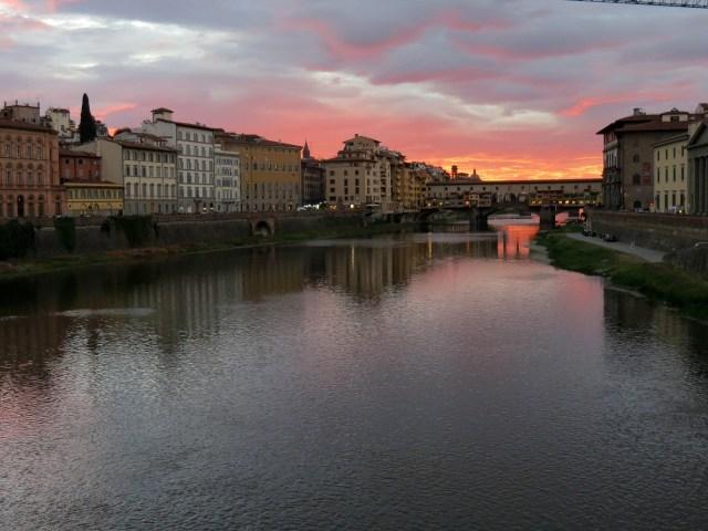 15.1443105225.ponte-vecchio-at-sunset