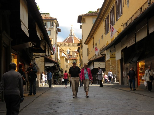 15.1443105225.ponte-vecchio-in-the-morning-nice-and-quiet-an