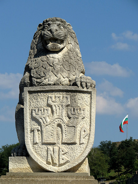 11.1410426739.the-lion-guarding-the-west-entrance