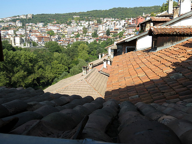 11.1410513149.brick-rooftops-on-the-slopes-of-veliko-tarnovo