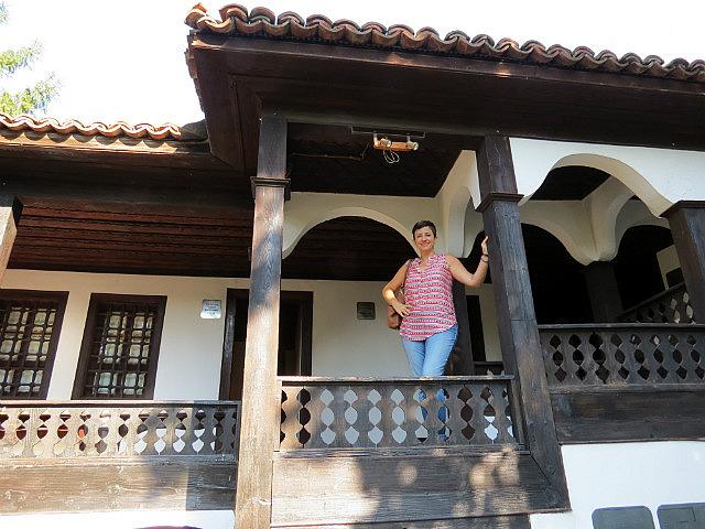 11.1410685980.the-veranda-of-the-bigger-house