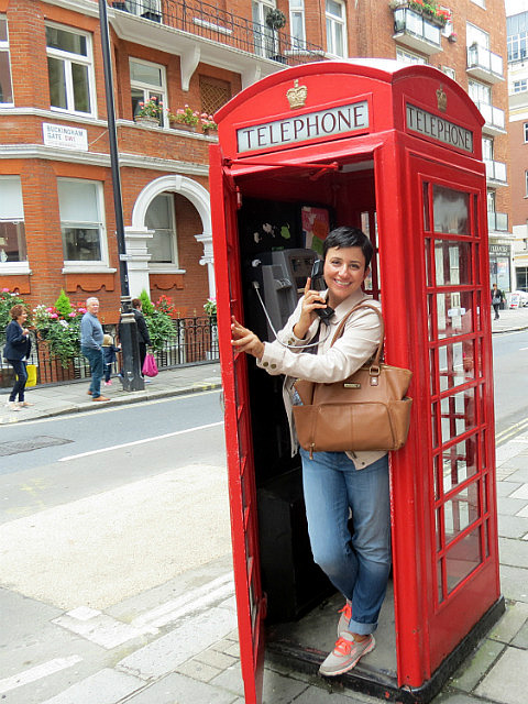 11.1411175562.hello-is-this-the-queen-of-england