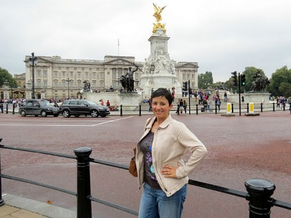 11.1411175562.victoria-memorial-and-buckingham-palace
