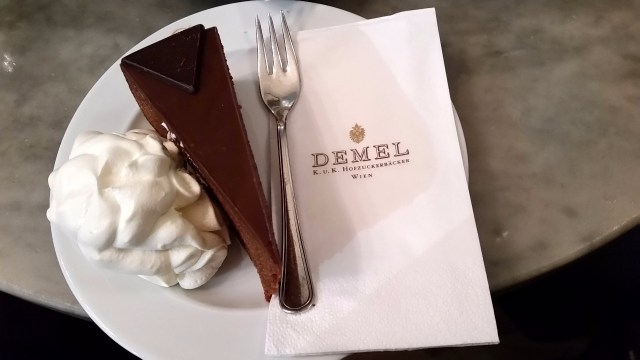 15.1443883034.sachertorte-at-demel