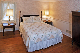 Windflower guestroom at the Baladerry Inn, Gettysburg