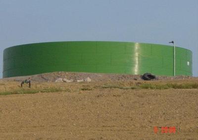 Instalación de riego por goteo en una parcela de olivar superintensivo en el t.m. de Bélmez (Córdoba).