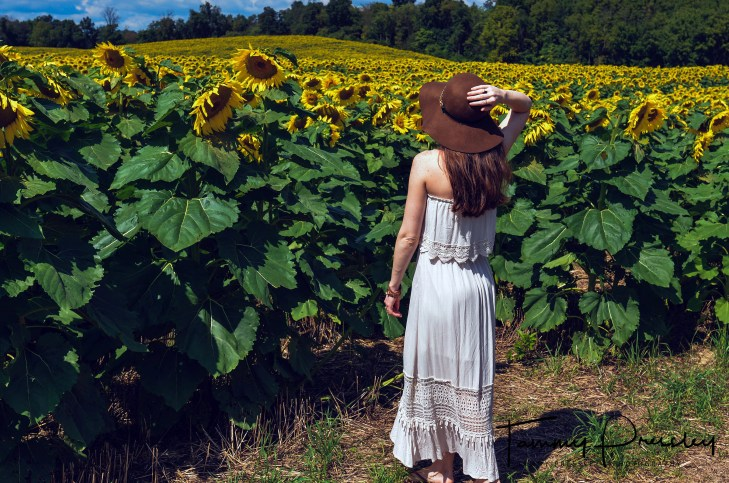 sunflower photo shoot clothes