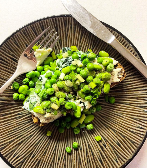 healthy recipes toast with peas