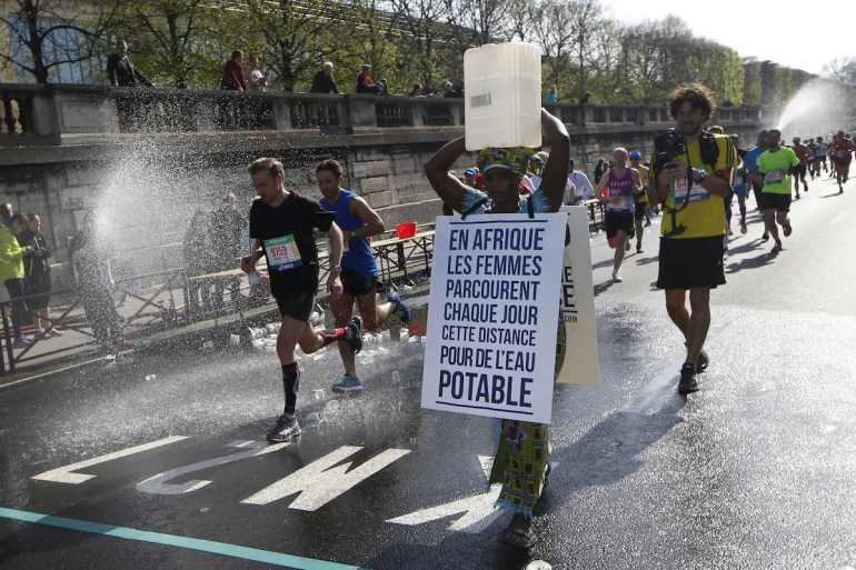 The Marathon Walker from the Paris Marathon walked to raise awareness for water issues in Africa. One of the many stories of global inspiration.