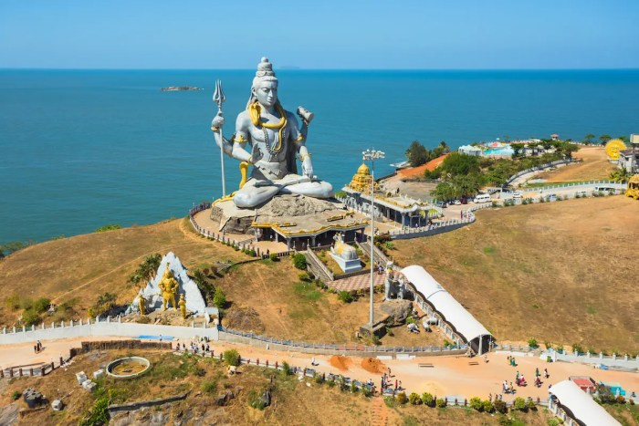 An image shows a 37 meters statue of Lord Shiva that was built at the Murudeshwar Temple which overlooks the Arabian Sea.