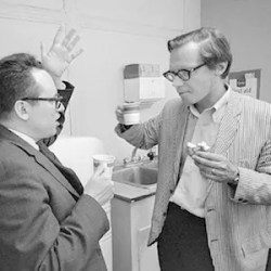 An image shows Ulric Neisser, the man considered as the father of cognitive psychology, talking with Jacob Beck at the Ecological Optics conference at Cornell University in 1970.