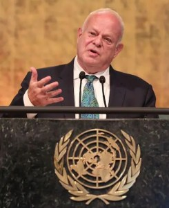 An image shows the famed psychologist Martin Seligman speaking at the 2016 Novus Summit.