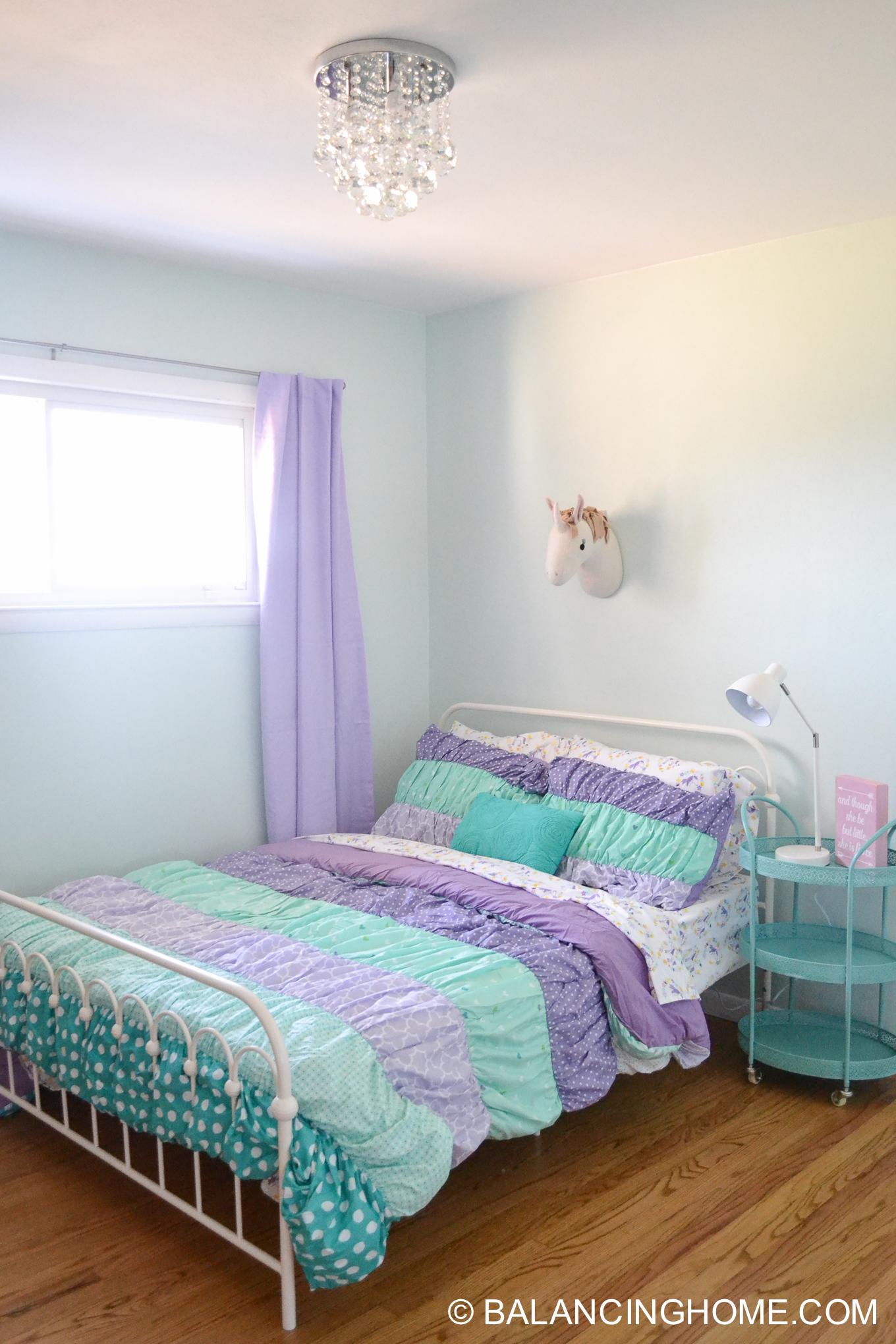 Small Bedroom Decor & Bedroom Decorating Ideas - Balancing ... on Small Bedroom Ideas For Women  id=17685