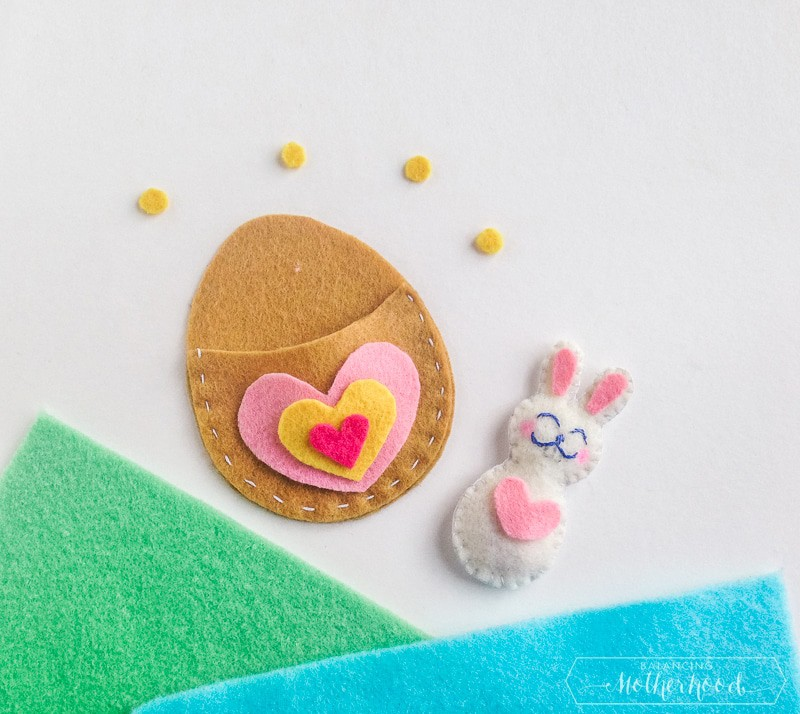 Pom-pom love bug valentines - craft tutorial and free printable.